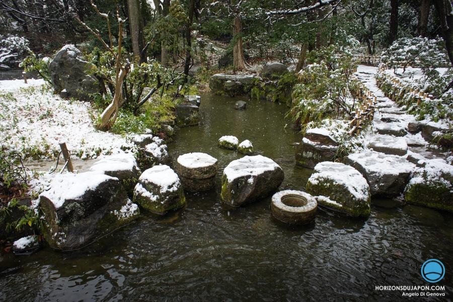 pas-jardin-japonais-neige