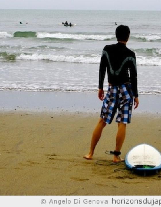 Les surfeurs d'Aoshima