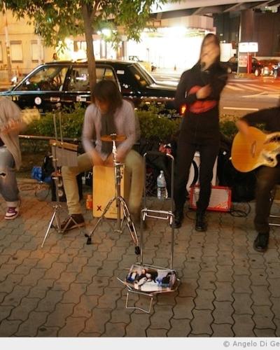 Et pendant ce temps-là . . . à Osaka