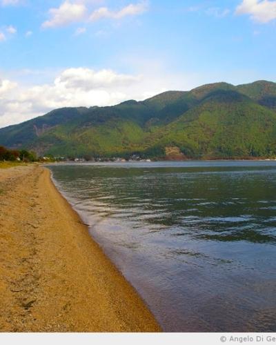 Discussion avec l'immense lac Biwa